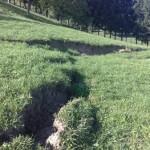 Nevarne razpoke v zemljini nad hišo na Donački gori