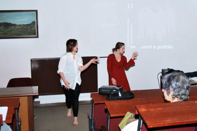 Članici skupine za izrazni ples Jabuke