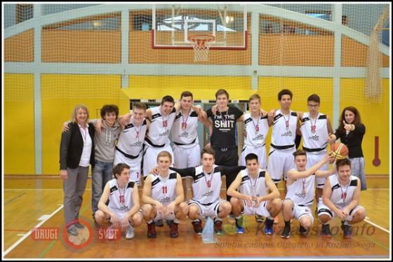 Ekipa košarkarjev Šolskega centra Rogaška Slatina se je ob koncu veselila odličnega drugega mesta.