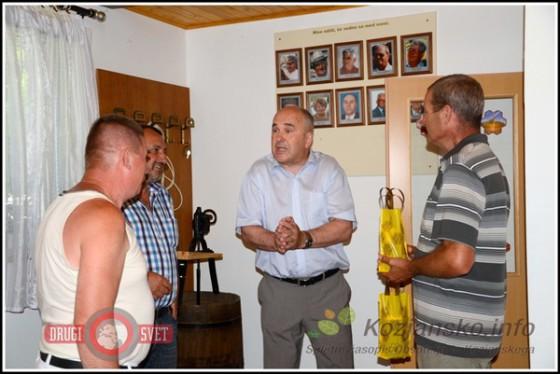 Šmarske čebelarje je obiskal tudi župan občine Stanko Šket.