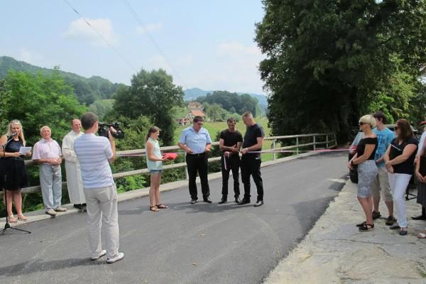 Prenova 2 km občinske ceste v Podčetrtku. S prenovo cest v občini nadaljujejo.