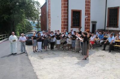 Na otvoritvi je zapel Mešani pevski zbor Podčetrtek z zborovodkinjo Mihaelo Pihler. Foto: OKo