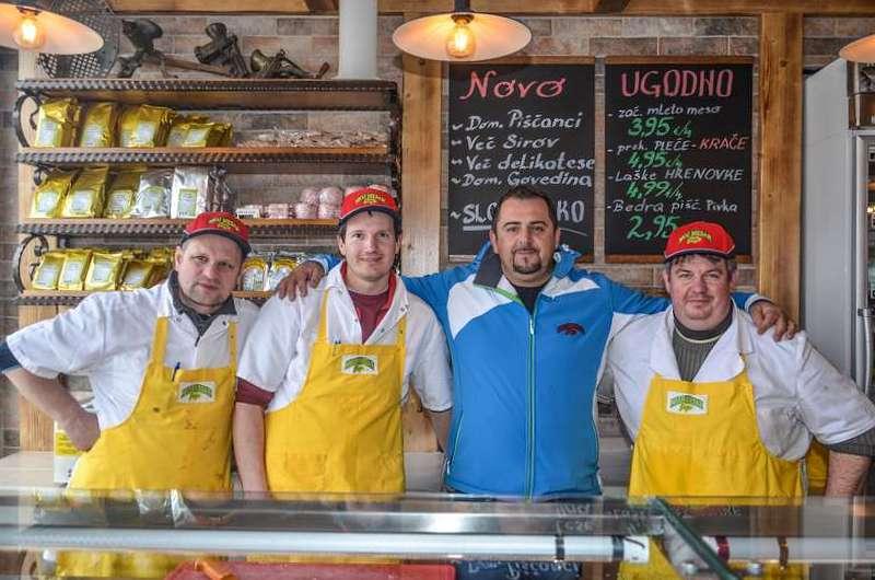 Jože Škorjanc (tretji z leve) je ponosen, da podjetju zaposluje same izšolane mesarje, kar je danes redkost.