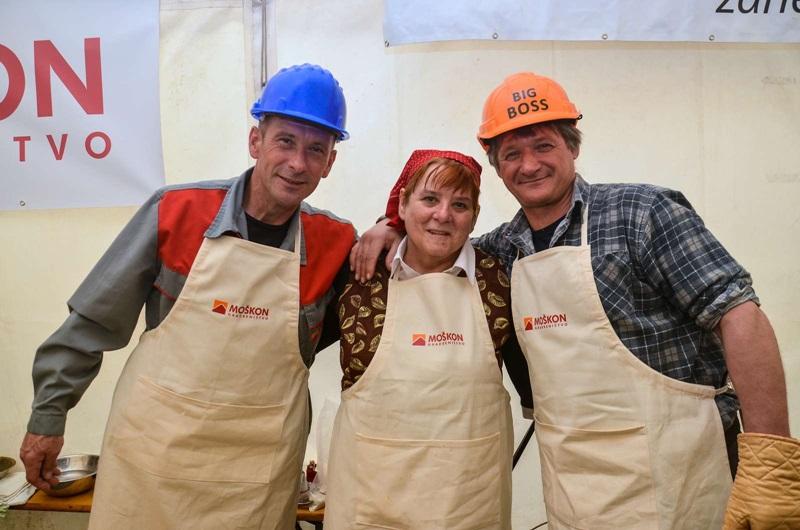 Letošnji absolutni zmagovalci z glavno kuharico Hermino Gracar.