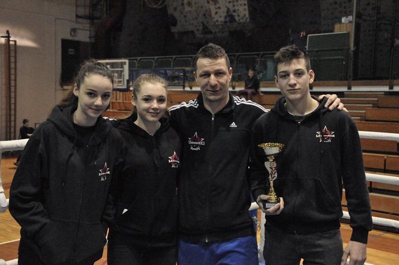 Z leve: Klara Šurbek, Sara Poharc, trener Aleš Šurbek in Gal Šepic.