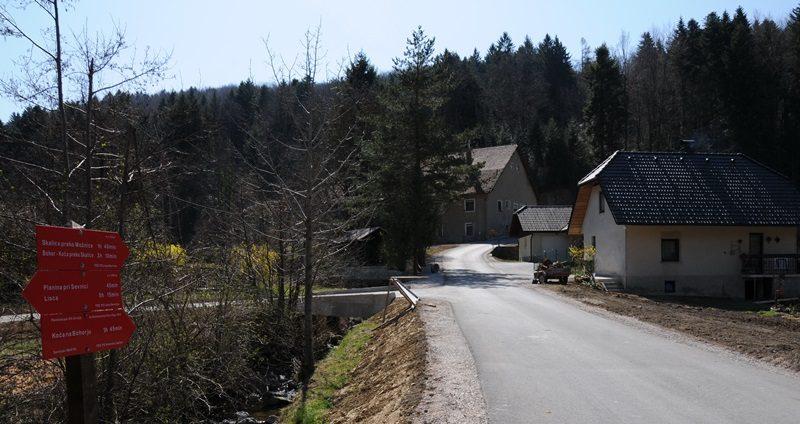 Cesta na Bohor pri stari žagi, KS Planina pri Sevnici.
