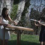 Šmarski sestri na planinskem gradu v poklon legendarnemu pevcu (video)
