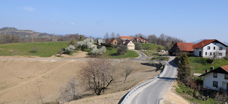 Obnovljena cesta Presečno-Spodnje Jelce