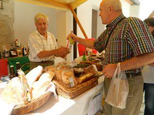 Grad Podsreda je pritegnil številne ljubitelje ekološke hrane.
