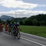 V Šentjurju kolesarje polivali z vodo (video)