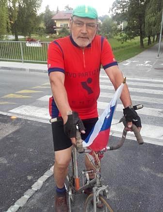 Franc Zabukošek se je odprtja udeležil v dresu nekdanjega TVD Partizan Šentjur, ki je imel močno kolesarsko sekcijo