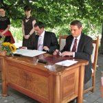 Šentjur po pevskem sodelovanju s češkim mestom Jirkov sklenil še partnersko listino