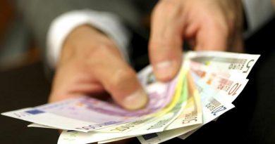 roka-denar-privatizacija-800x445