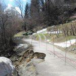Plaz zaprl cesto pri Pečici