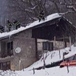 V Pristavi sneg podrl strojno lopo, v Negonjah ogrožal hišo (foto)