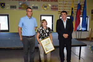 Rozika Ivačič je prejela priznanje KS Podčetrtek za častno delo, ki ga opravlja v krajevni skupnosti.