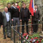 Z ruskim atašejem h grobu neznanega ruskega vojaka