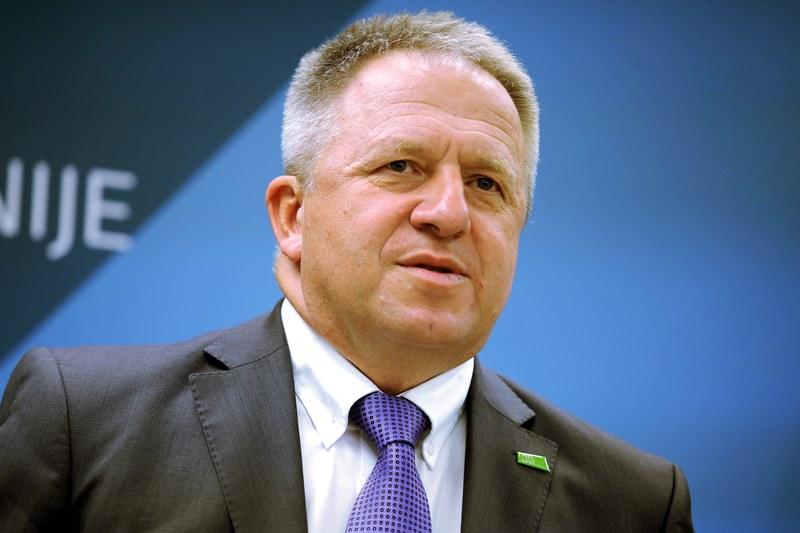 Ljubljana, vlada. Minister za gospodarski razvoj in tehnologijo Zdravko Pocivalsek na novinarski konferenci po seji vlade.