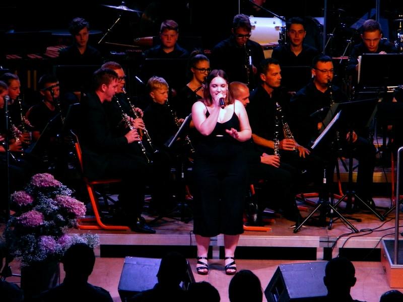 Za glasbo in vstop v poletje je poskrbel Pihalni orkester Šentjur s pevci Vokal BK Studia.
