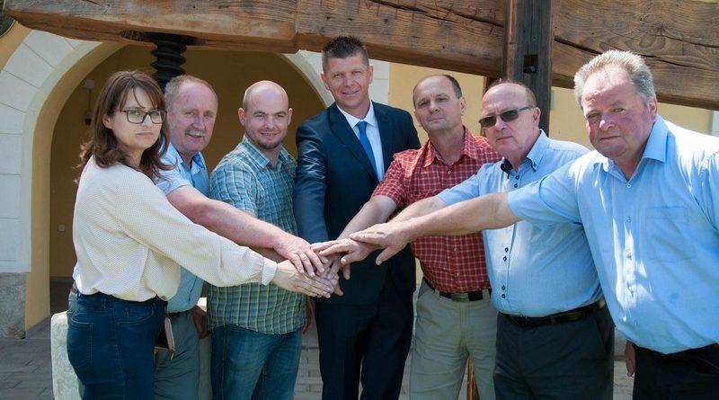 Kandidaturo Matije Čakša za šmarskega župana podpirajo vse tri pomladne stranke: SDS, SLS in NSi ter podporniki z njegove liste.