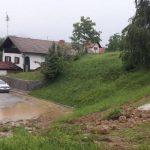 V središču Šmarja povodenj in plaz (foto, dopolnjeno), težave tudi v Pristavi in Kristan Vrhu