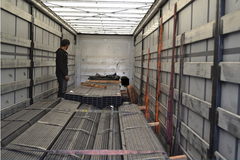 drzavljana-pakistana-skrita-v-tovornem-vozilu