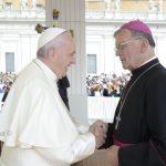Papež Frančišek sprejel odpoved službi celjskega škofa Lipovška