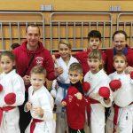 Karateisti v Zasavju s šestimi stopničkami