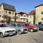 Na Valentinovi tržnici v Šmarju avtomobili, s kakršnimi s(m)o se vozili v času Jugoslavije (foto, video)