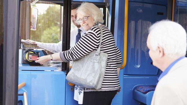 avtobusni-prevozi-za-starejse
