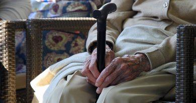 dolgotrajna-oskrba-starejsi