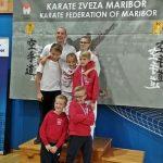 Vsa peterica karateistov na stopničkah v Mariboru