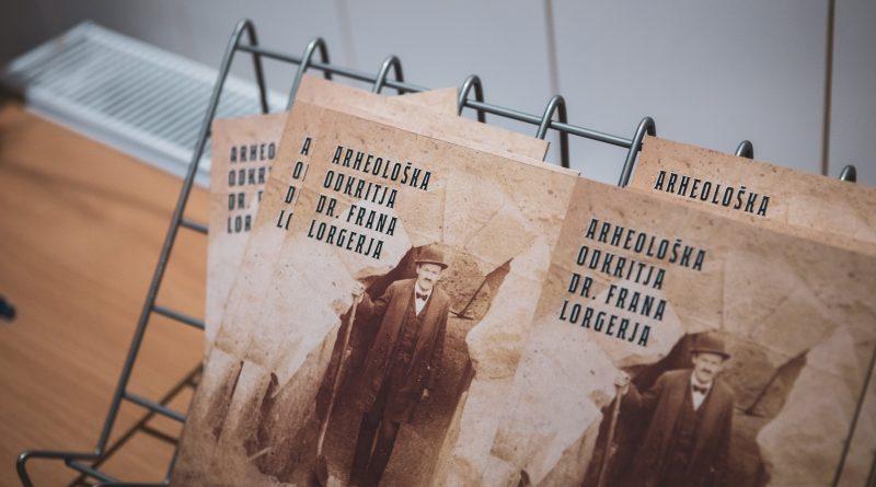 Ob 135. obletnici rojstva dr. Frana Lorgerja v Šmarju odprli razstavo njegovih arheoloških odkritij (foto)