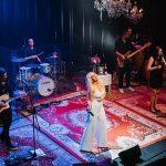 V Šmarje prihaja Alya s koncertom Iz dnevne sobe – ponujamo nekaj pol cenejših vstopnic