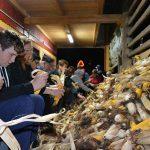 Ponekod na Kozjanskem še vedno ličkajo koruzo (foto, video)