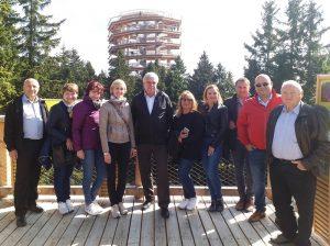 Srečanje je gostila OOZ Slovenske Konjice, ki je goste povabila na Pot med krošnjami