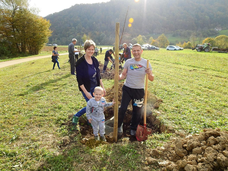 zasaditev-drevoreda-ob-20-letnici-pkj