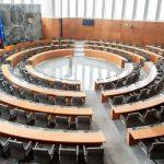 Komu in koliko vlada namenja z zakonom v pomoč državljanom in gospodarstvu. #protiKoronapaket