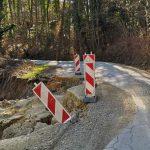 Zaradi udora zapora ceste v Volčji jami, obvoz okoli Žusma