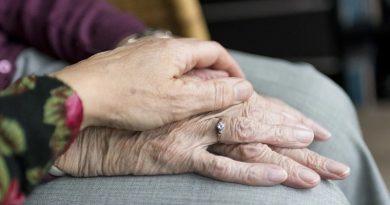 Kako je leto epidemije vplivalo na umrljivost, zasedenost in čakalne dobe v domovih za starejše na Celjskem
