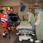 Porast okužb in največ hospitalizacij po 5. februarju. Testi za samotestiranje prestali verifikacijo