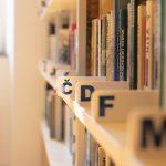 Drugi dan zapored umrlo 23 covid bolnikov, skoraj četrtina teh v celjski bolnišnici. Knjižnice ponovno odprte