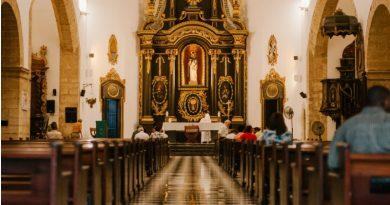Kje se je ob nedeljah mogoče udeležiti  sv. maše in pod kakšnimi pogoji