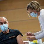 S cepivom AstraZeneca se je cepil državni vrh. Epidemiloška slika se še naprej hitro slabša