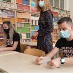 Samotestiranja učencev ta petek še ne bo, več izkazane pripravljenosti v mestnih šolah, zgled šole na avstrijskem Koroškem
