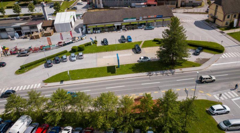 Popolna zapora dovoznih poti in dela parkirišč