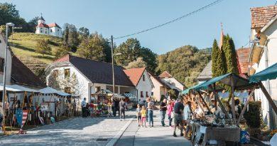 Srednjeveški dan v Lembergu 2021: na ulicah vitezi, lokostrelci ter druga srednjeveška gospoda (foto, video)